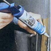 Как уплотнить фальц подвальной двери