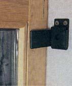 Как защитить дверь со стеклянной вставкой