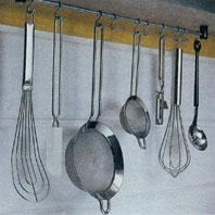 Как подвесить кронштейн для кухонной утвари