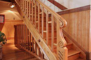 Как отремонтировать лестницу.